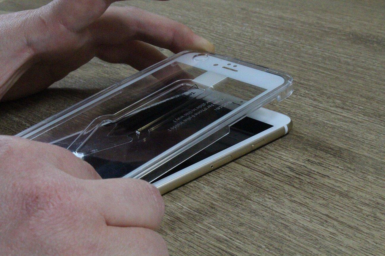 iPhone Displayschutz 2.0 sitzt immer perfekt durch den GLAZ Applikator